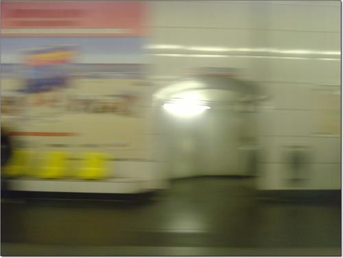Couloir du métro en flou
