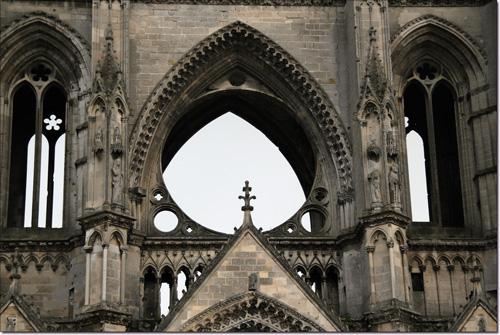 Détail de la façade de l'Abbaye de Saint-Jean des Vignes