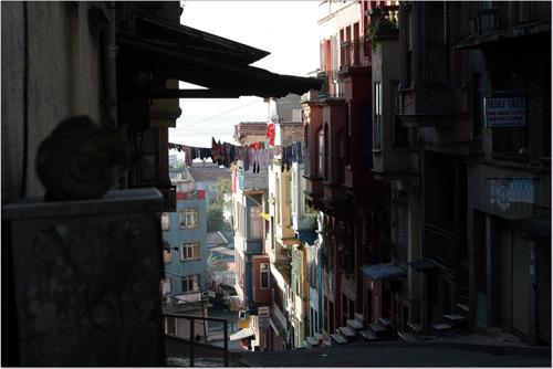 Rue pentue d'Istanbul